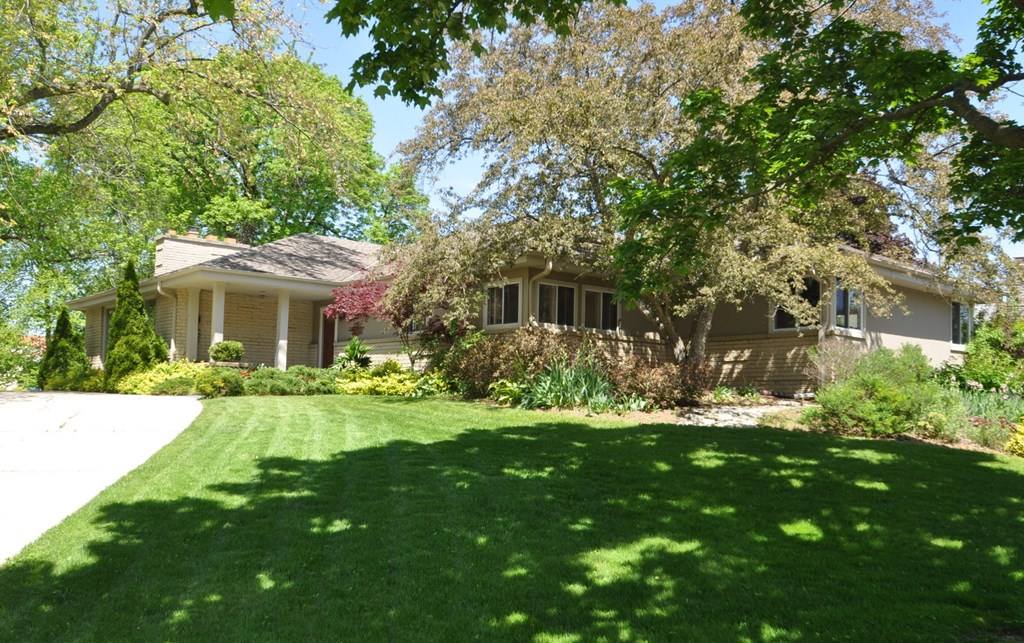 6707 N Santa Monica Blvd Fox Point, WI 53217 Property Image