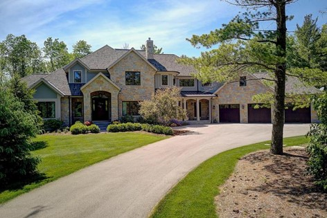 10315 N Wildwood Ct Mequon WI 53092
